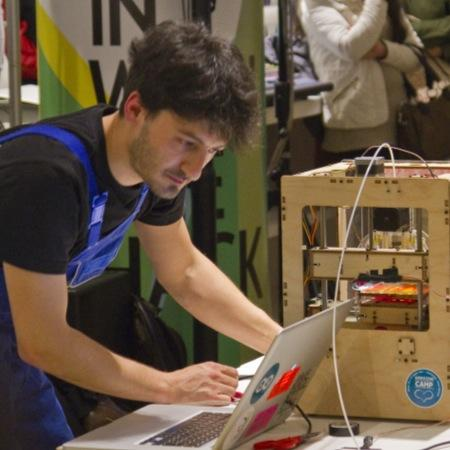 Maker in Residence - Knowledge sharing in a fablab